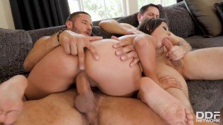 Busty Latina Jynx Maze Seduces Father And Son For An Epic Hot Hardcore Bisexual Threesome